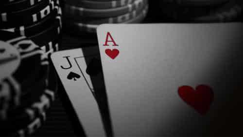 تصمیم استند یا STAND یکی از تصمیمات بازیکنان در بلک جک پر کاربرد